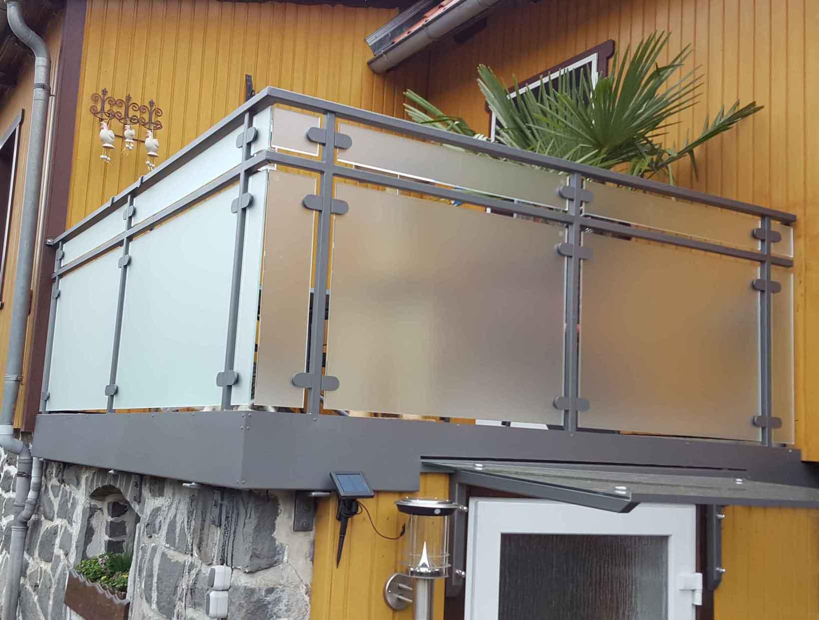 Hirsch Metallbau Balkongeländer 022 - Balkongeländer-22