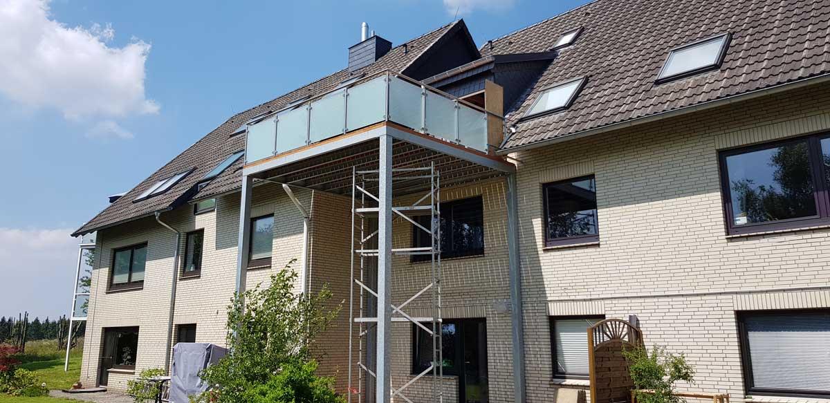 Balkonanlage komplett Feuerverzinkt inkl Lärche-Dielen