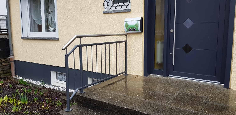 Geländer mit Edelstahlhandlauf Hirsch Metallbau