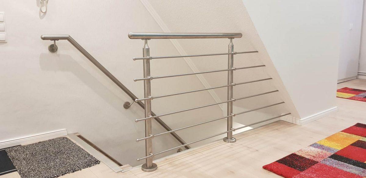 Edelstahlgeländer mit Treppenhandlauf Hirsch Metallbau