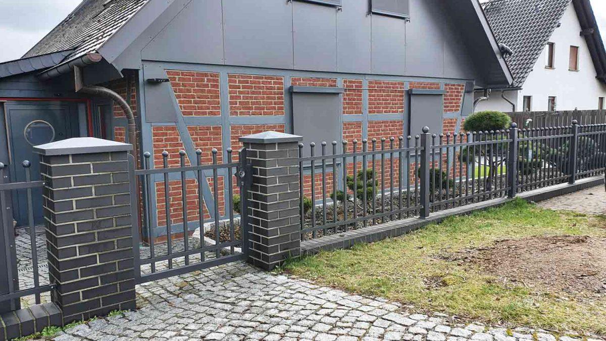 Hirsch Metallbau Zäune Tore 106 1200x675 - ZÄUNE & TORE